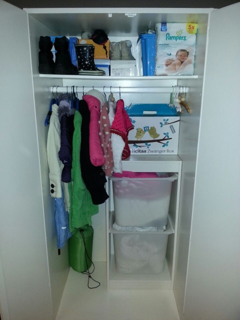 Hoeveel kleding heeft een kind nodig moeders minimalisme - Weergaven kind kast ...